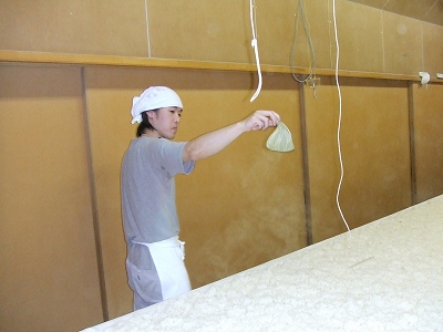 sakao031405種麹蒔き.jpg